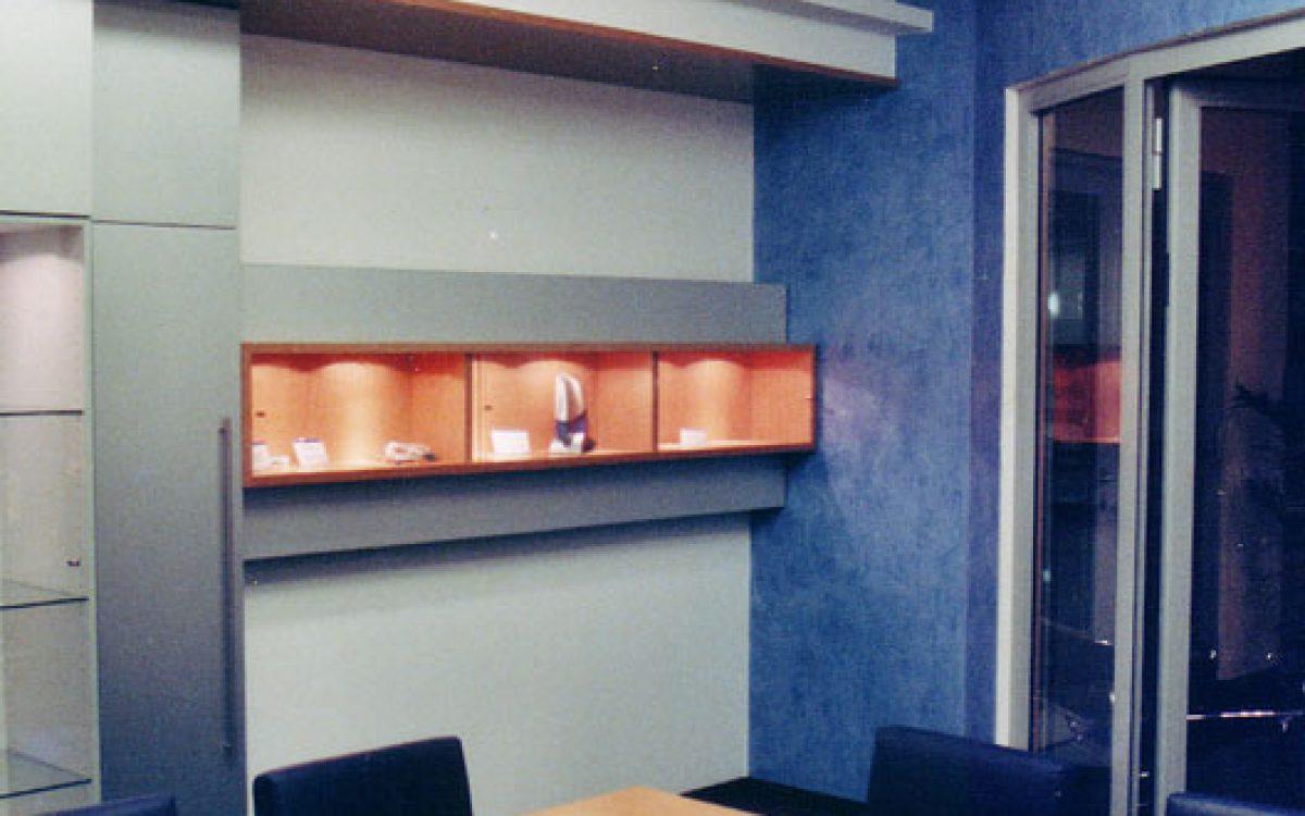 Innenarchitektur Geschäftsräume: Besprechungsraum mit Farb- und Lichtkonzept