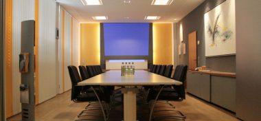 Renovierung Bürogebäude: Großer Besprechungsraum