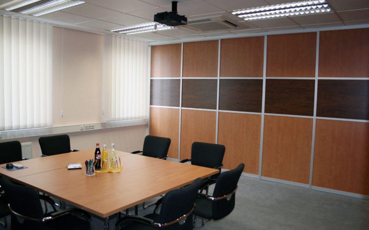 Renovierung Büroräume: Besprechungsraum, Trennwand geschlossen