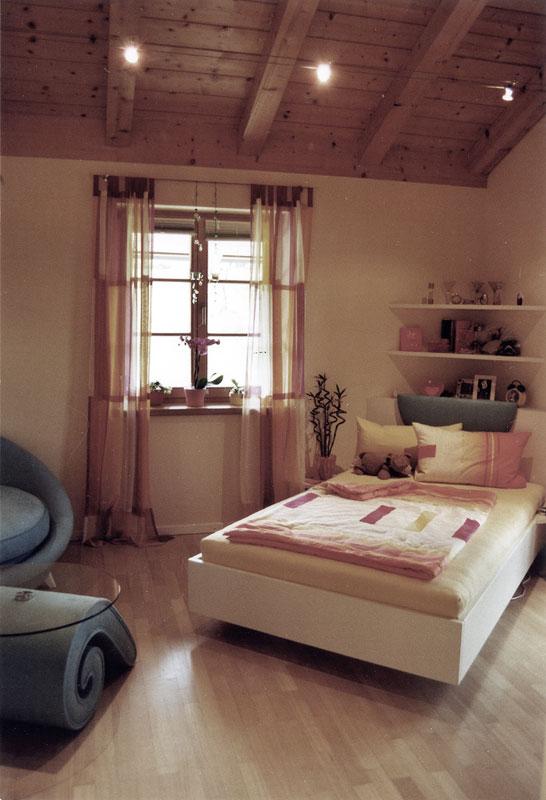 einrichtung und ausstattung eines m dchenzimmers raumeinrichtung. Black Bedroom Furniture Sets. Home Design Ideas