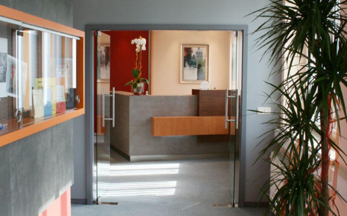 Renovierung Büroräume: Entree mit Farbkonzept