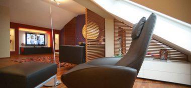 Innenarchitektur Umbau Dachgeschoss: Lesebereich Unter Dachfenster