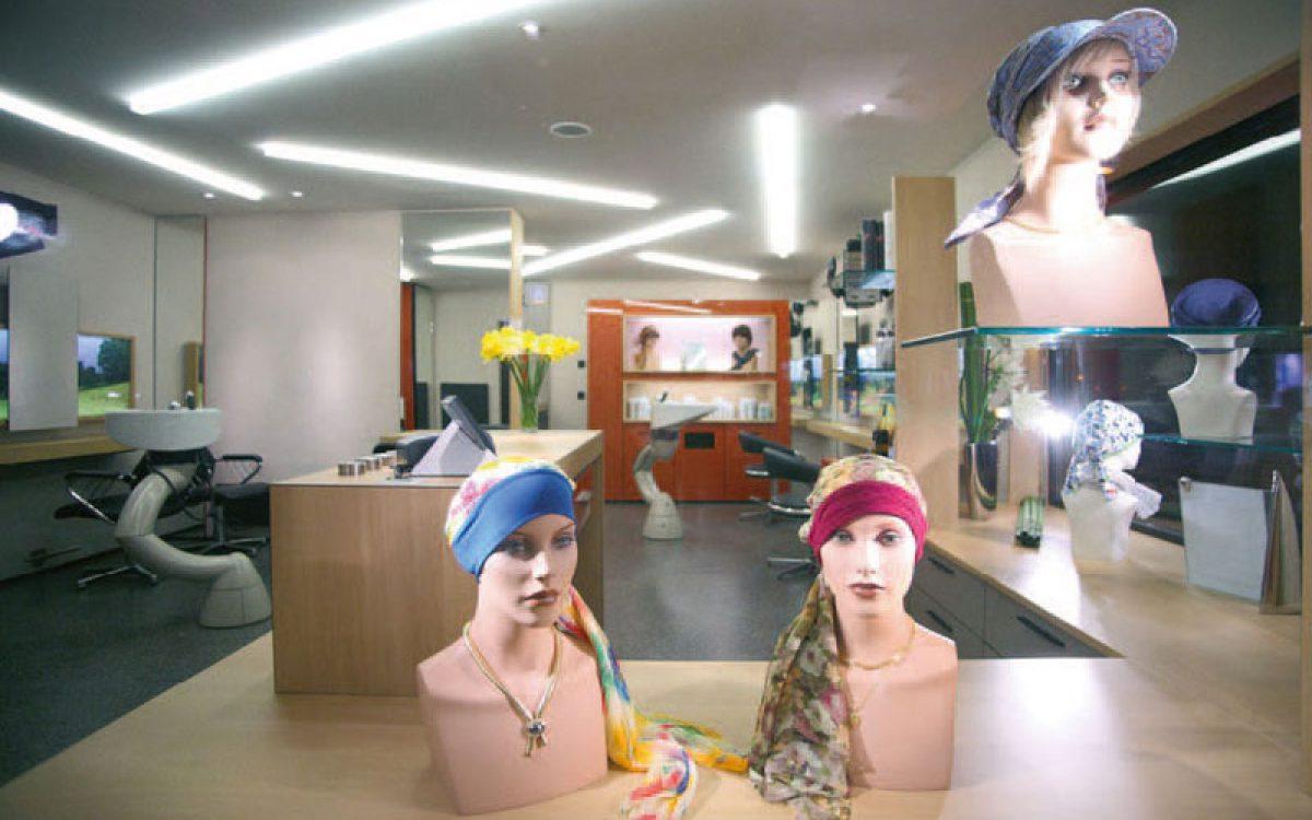Innenarchitektur Sanierung: Luftige Raumgestaltung Friseur