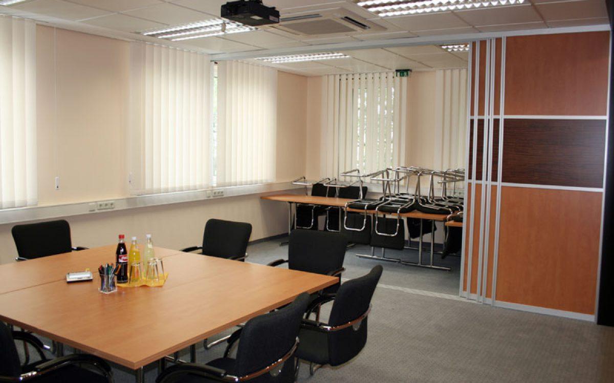 Renovierung Büroräume: Besprechungsraum, Trennwand offen