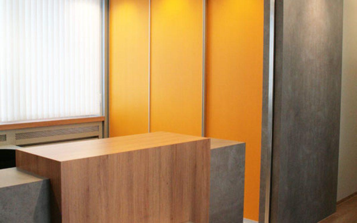 Renovierung Bürogebäude: Schrankwand, Tresen, Deckenleuchte