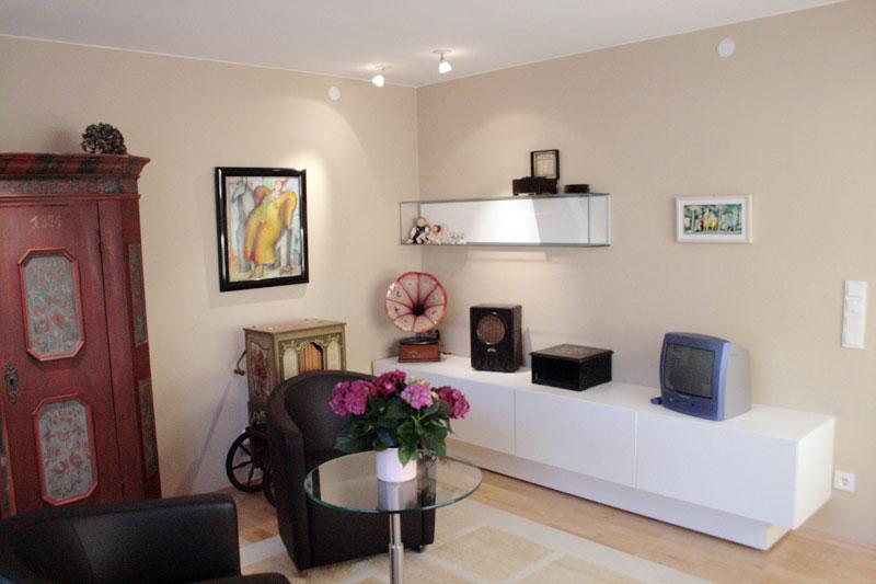 einrichtung eines privaten ausstellungsraumes f r sammlerobjekte. Black Bedroom Furniture Sets. Home Design Ideas
