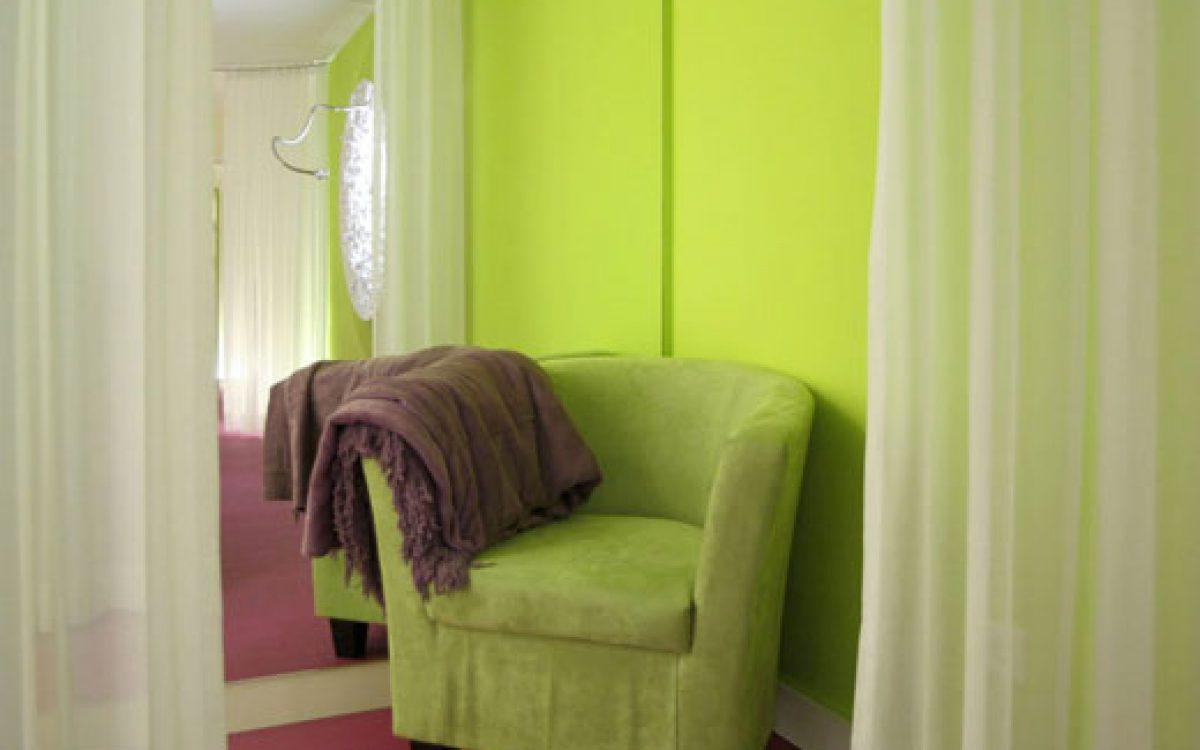 Innenarchitektur Ausbau Kosmetikstudio: Luxuriöse Garderobe
