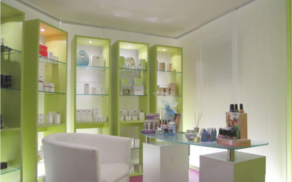 Innenarchitektur Ausbau Kosmetikstudio: Verkaufsraum mit Lichtdesign