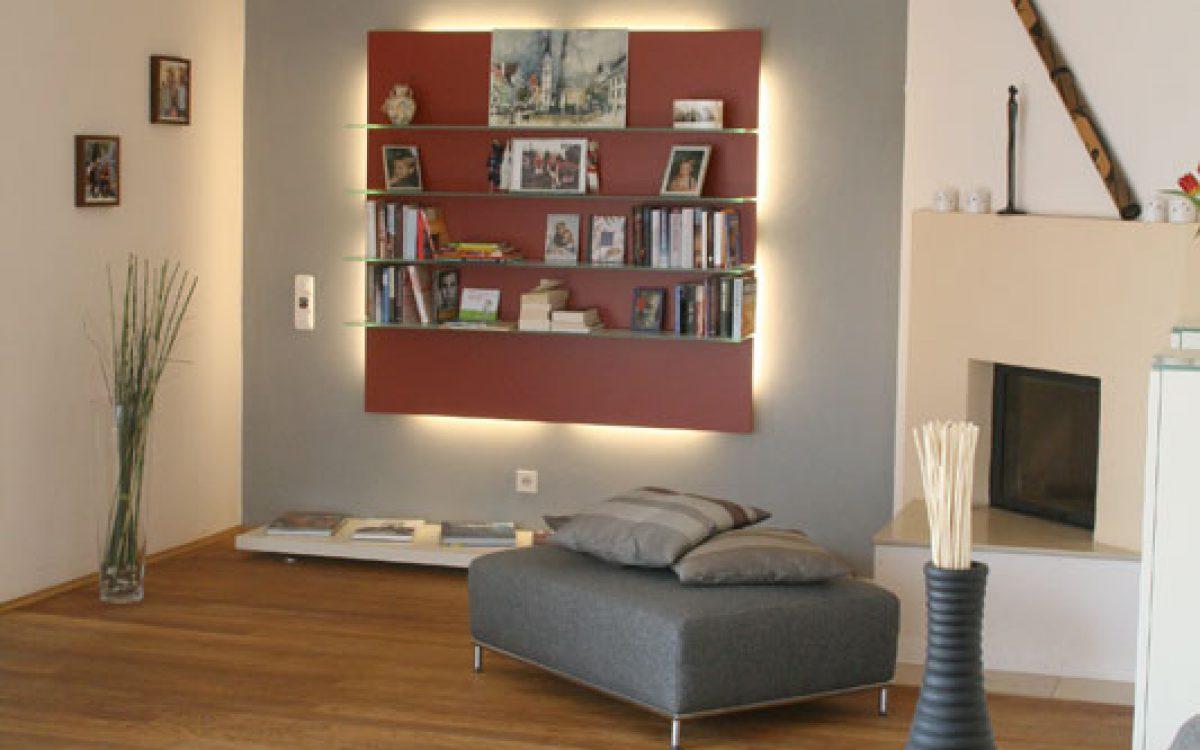Neugestaltung Wohnzimmer: Wandregal und Deckenleuchte