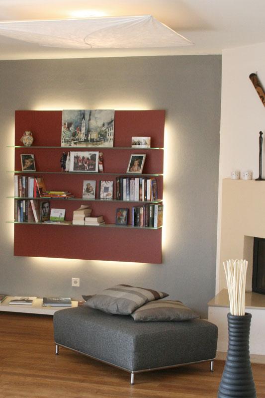Wohnzimmer mit Wandregal